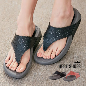 [Here Shoes]雕花顯修長厚底4.5cm人字拖夾腳拖增高搖搖鞋涼拖鞋─KNBCD-0115