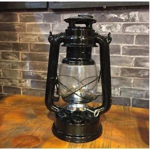 [協貿國際]   小號手提煤油燈擺件咖啡廳櫥窗道具  (1入)