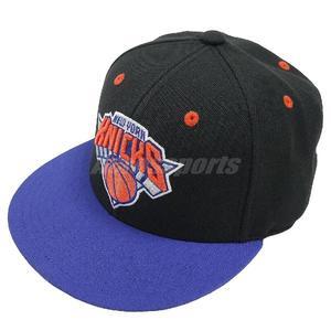 8d8a3f076bf77 adidas 帽子NBA Fitted NYC 紐約尼克隊黑藍橘Snapback 棒球帽男女款