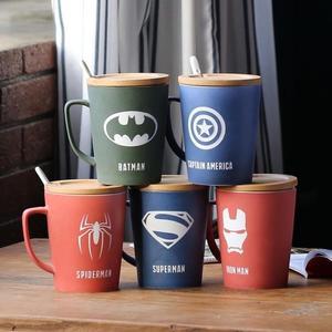 復仇者聯盟創意帶蓋帶勺大容量馬克杯水杯磨砂陶瓷杯子辦公咖啡杯 【快速出貨】