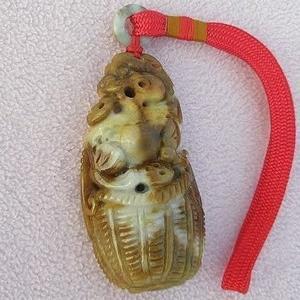 【歡喜心珠寶】【回頭貔貅米籮古錢如意吊飾】天然緬甸玉老三彩「A貨附保証書」大塊鵝卵玉石雕