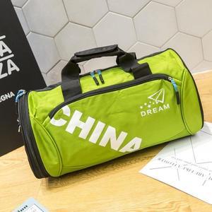 一件8折免運 健身包斜背包健身包定制運動包男旅游包單肩訓練包旅行包女手提圓筒包潮瑜伽包