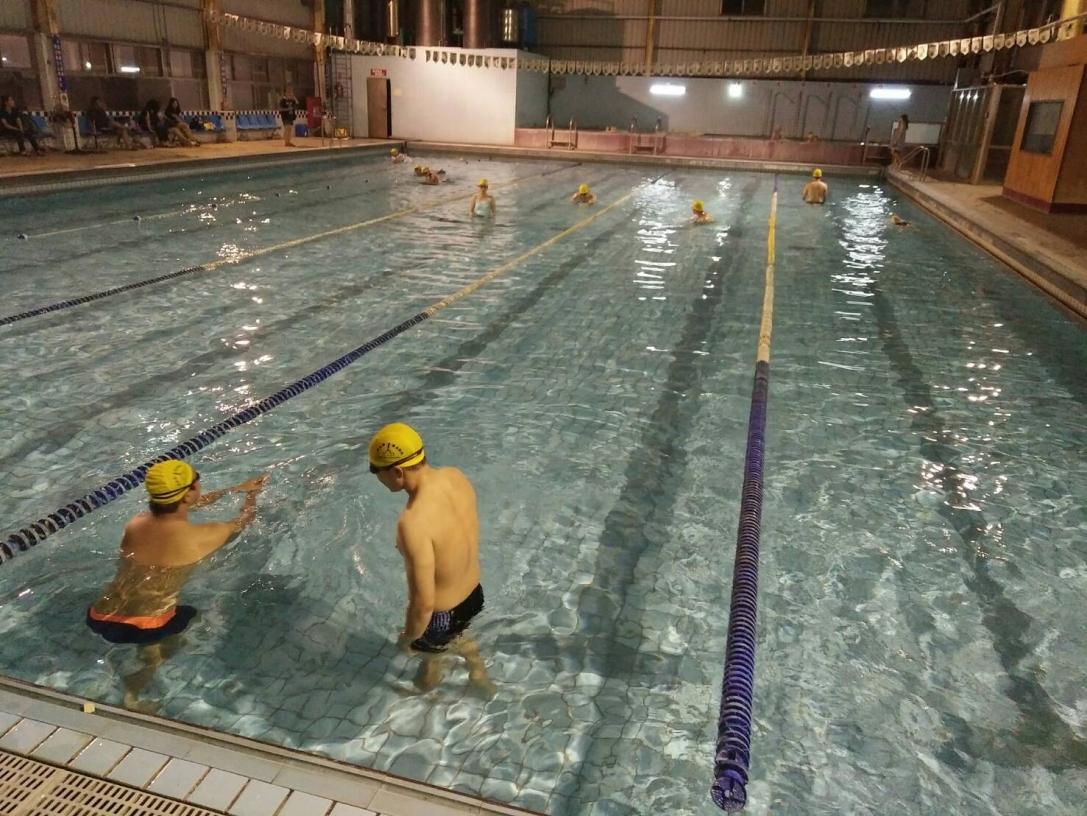 黑金剛游泳學校