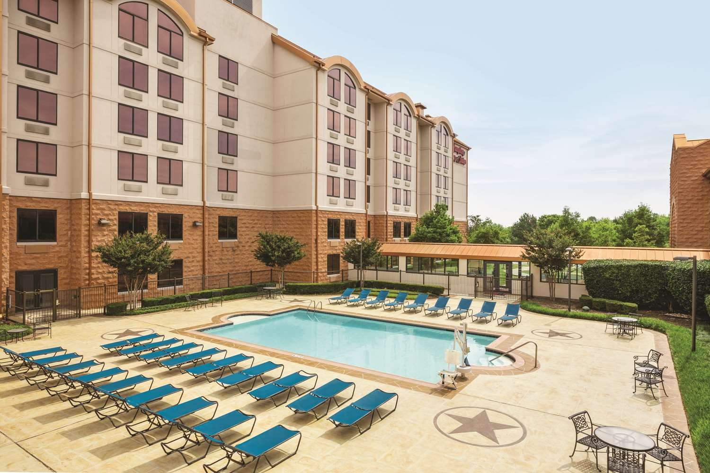 Hampton Inn Amp Suites Dallas Mesquite In Mesquite Hampton