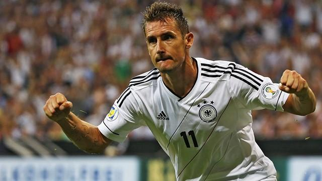 Bundesliga - Germany striker Klose a doubt for Italy, England matches