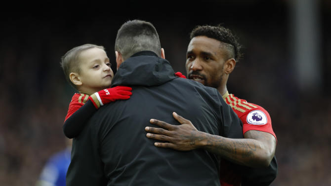 Sunderland's Jermain Defoe with young Sunderland fan Bradley Lowery before the match
