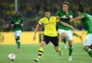 Dortmund's Polish striker Robert Lewandowski (C-L) and Werder Bremen's defender Clemens Fritz (C-R) vie for the ball during the German first division Bundesliga football match