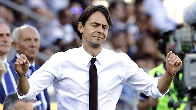 Serie A - Milan lose De Jong and Montolivo as coach Inzaghi sweats on job
