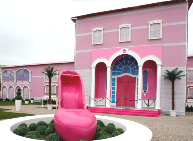 Barbie 39 S Real Life Dream House Opens In Florida Take A