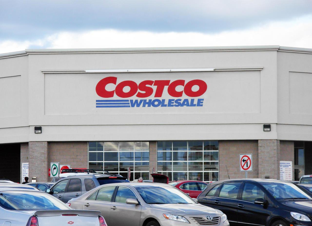 <p>La mayoría de las ofertas que tiene actualmente la cadena Costco Wholesale, una de las principales de venta mayorista en el mundo, no piden a los aspirantes contar con una carrera. Su valoración en Glassdoor es 3,9. (Foto: Wikimedia Commons). </p>