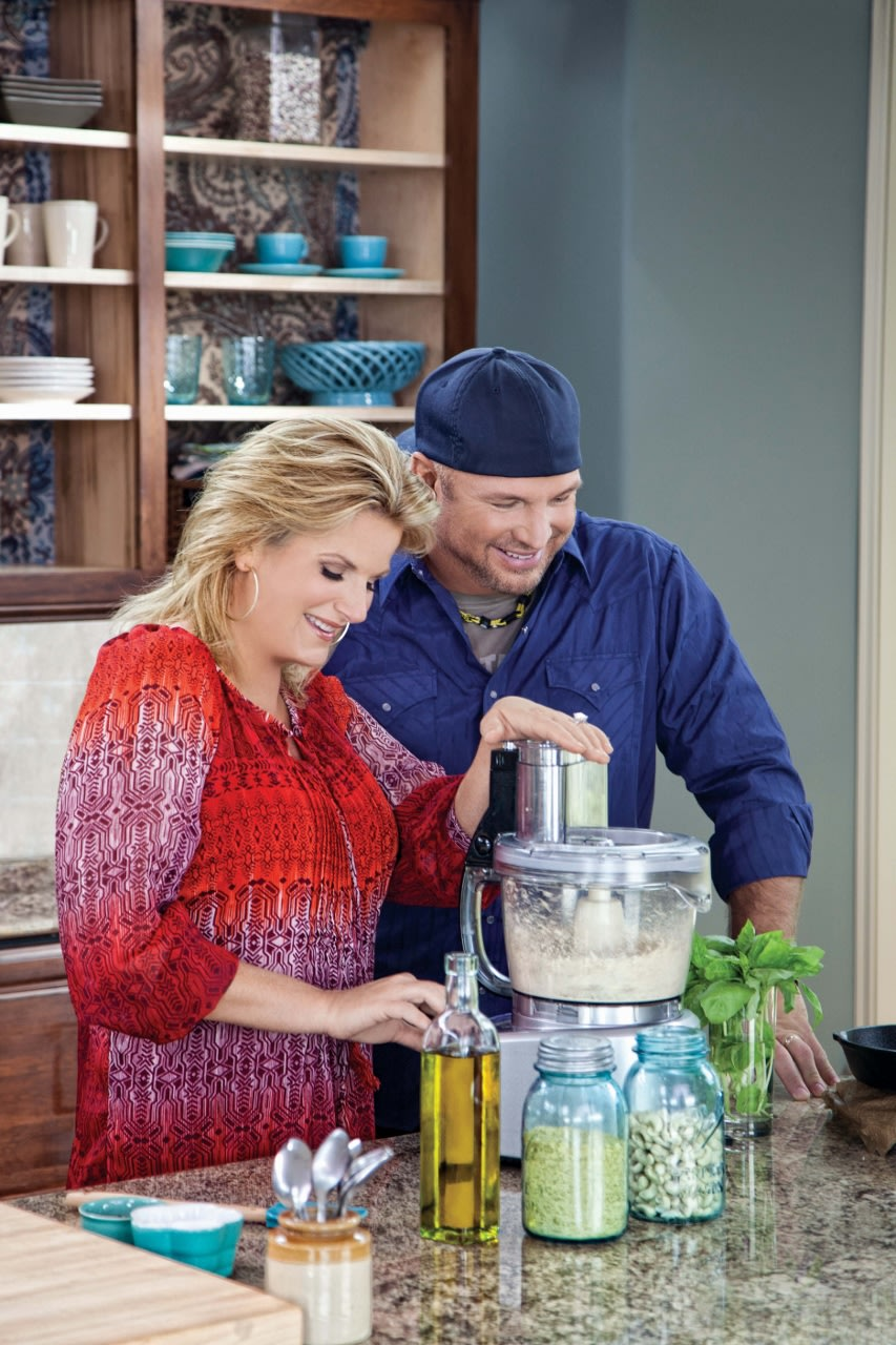 Pin garth brooks marriage to sandy image search results on for Trisha yearwood wedding dress