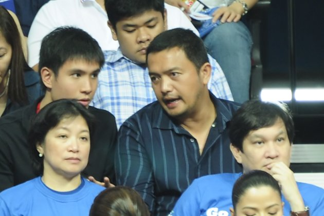 Powerade head coach Bo Perasol and assistant Charles Tiu. (NPPA)