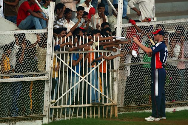 MUMBAI (BOMBAY), INDIA - NOVEMBER 09: Andrew Flintoff of England signs autographs during a lull in play in the matchl against The Mubai Cricket Association during the first game of the winter Tour of