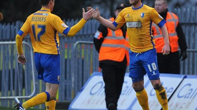 Football - Murray hails 'backs-to-wall' Stags