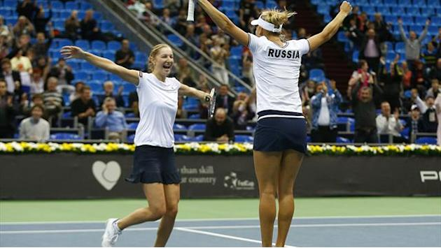 Fed Cup - Russia hold nerve to make semi-finals