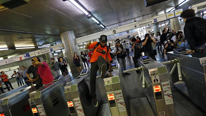 World Cup - Sao Paulo metro strike suspended, but fears loom ahead of World Cup