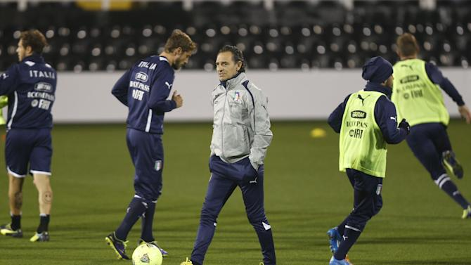 Italy's coach Cesare Prandelli, center, watches his players during a training session at Craven Cottage in London, Sunday, Nov. 17, 2013. Italy is to play a friendly soccer match against Nigeria on Monday Nov. 18 at Craven Cottage in London