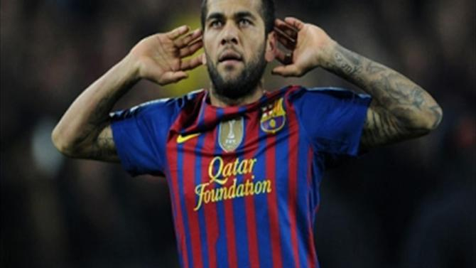 Liga - Alves to stay at at Barcelona