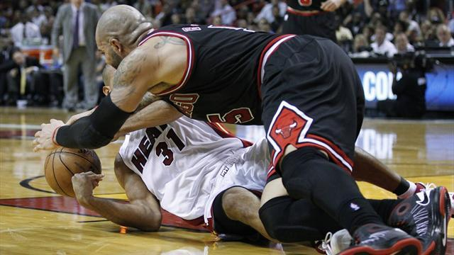 Basketball - Boozer leaves Heat reeling as Bulls dominate