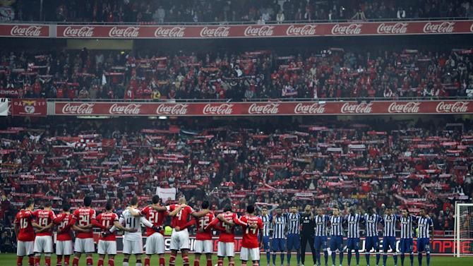 Benfica's, left, and Porto's players observe a minute of silence in tribute to Benfica's icon player Eusebio prior the Portuguese league soccer match between Benfica and Porto at Benfica's Luz stadium in Lisbon, Sunday, Jan. 12, 2014. Eusebio died at Jan. 5 aged 71