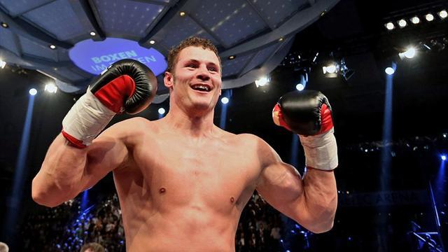 Boxing - Stieglitz regains title from Abraham, Groves wins again