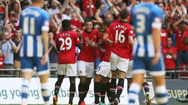 Football - United win Community Shield