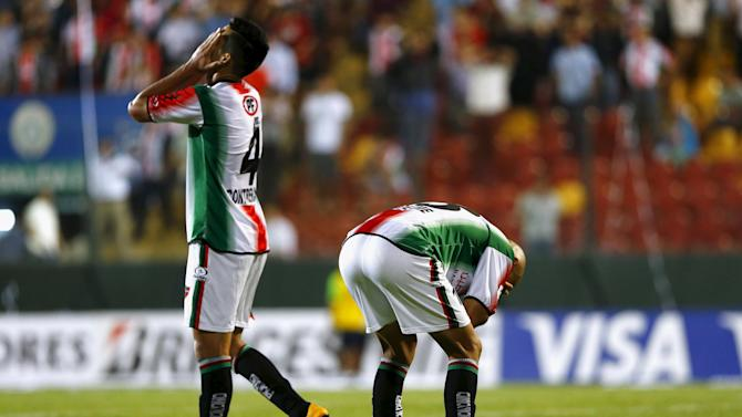 Riquelme and Contreras of Chile's Palestino react after a goal opportunity against Uruguay's Wanderers during their Copa Libertadores soccer match in Santiago