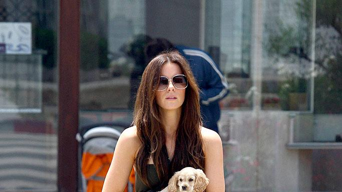 Beckinsale Kate With Puppy