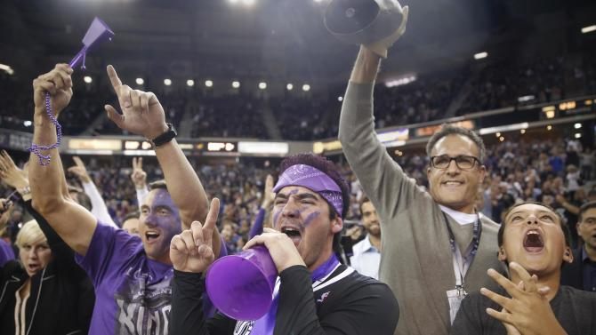 Sacramento fans set record for loudest indoor roar