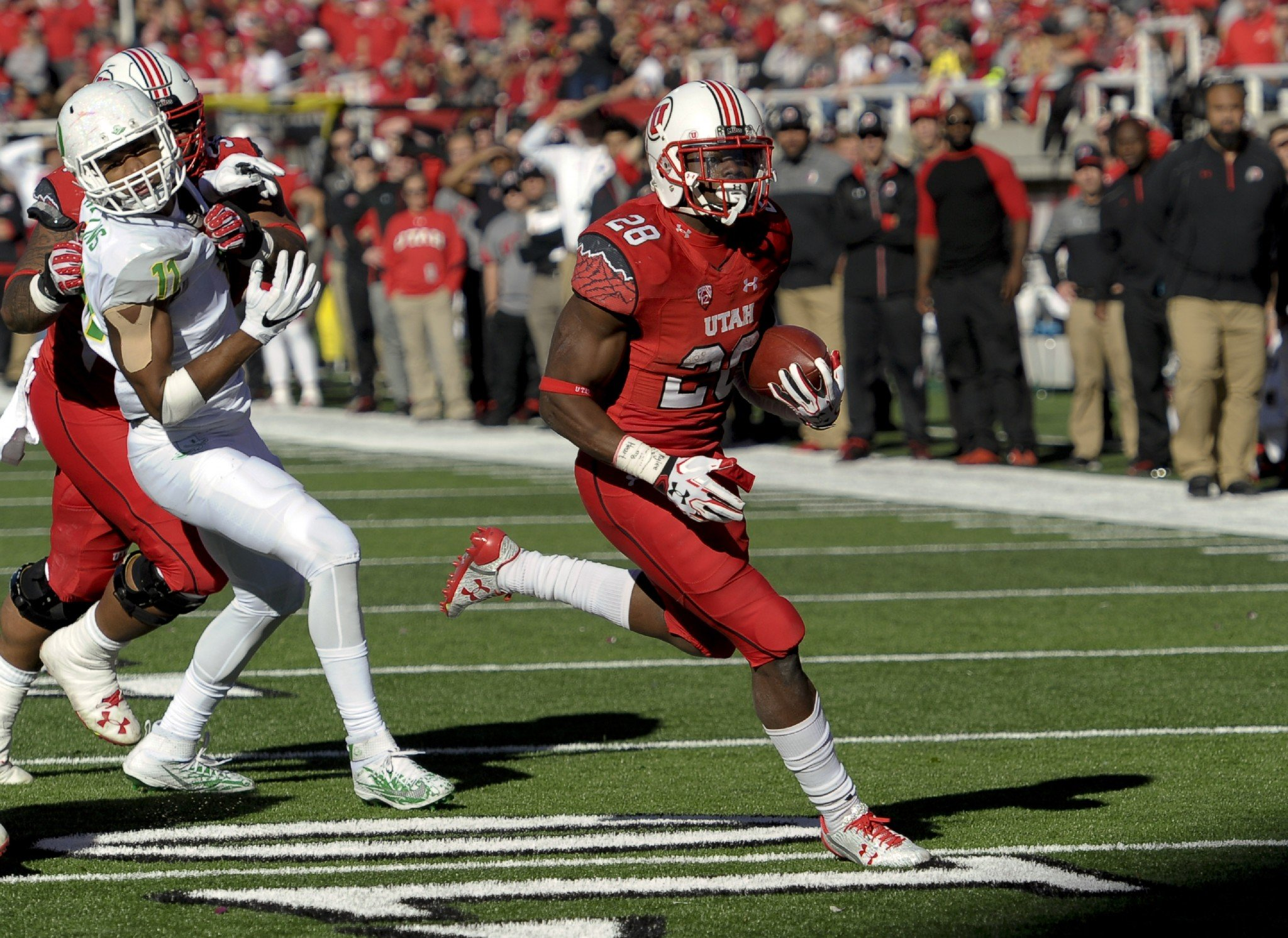 Utah RB Joe Williams averages over 6 yards a carry. (Getty)