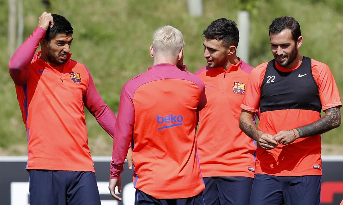 Barcelona's Luis Suarez, Lionel Messi, Munir El Haddadi and Aleix Vidal during training