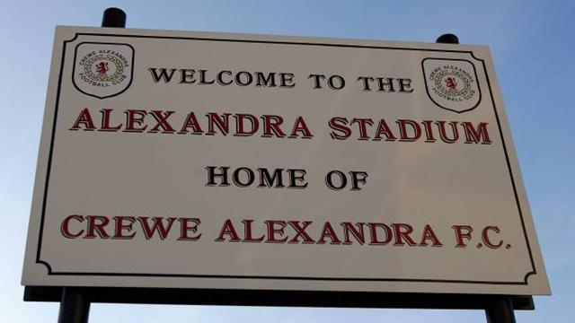 League One - Crewe sign right-back Audel