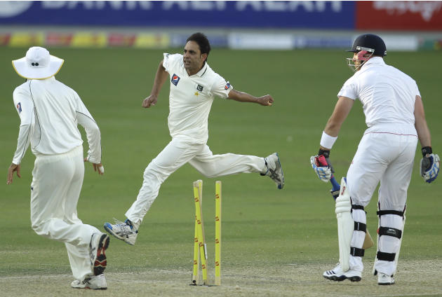 Pakistan's bowler Abdur Rehman, center, celebrates with teammates after taking the wicket of England's Matt Prior, right, during the first day of the third cricket test match of a three match series b