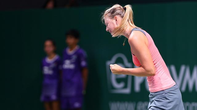 Tennis - Sharapova wins battle of wills with Radwanska
