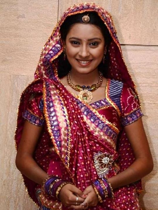 Images via : iDiva.com Pratyusha Banerjee (Anandi): Anandi played by Pratyusha is sure an adorable character. We wish she was given more simpler clothes to portray the gaon ki gori she plays. Related