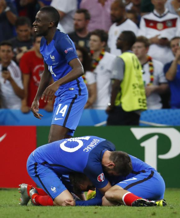 France's Blaise Matuidi, Olivier Giroud and Antoine Griezmann celebrate at the end of the match