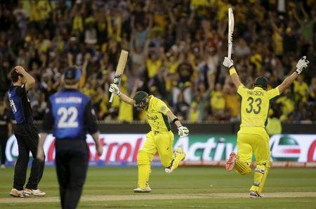 Australia's Steven Smith scores the winning runs to defeat New Zealand as team mate Shane Watson celebrates in their Cricket World Cup final match at the Melbourne Cricket Ground