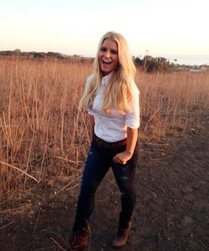 Jessica Simpson Smiles, Shows Off Slim Post-Baby Body Again in Weight Watchers Shoot: Pretty Photo