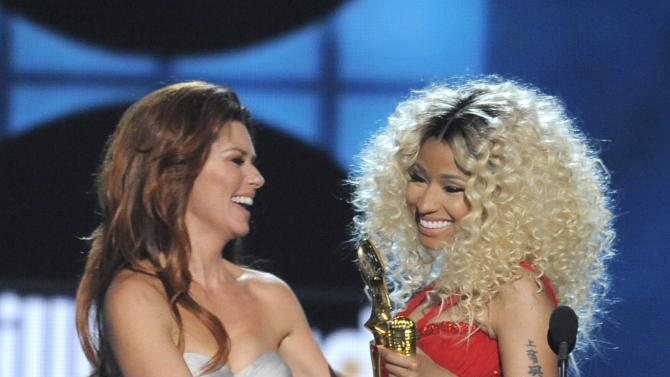 Shania Twain presents the award for top rap artist to Nicki Minaj at the Billboard Music Awards at the MGM Grand Garden Arena on Sunday, May 19, 2013 in Las Vegas. (Photo by Chris Pizzello/Invision/AP)