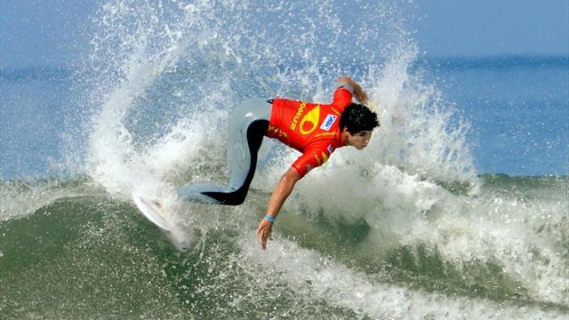 Surfing - Medina impresses again in Rio