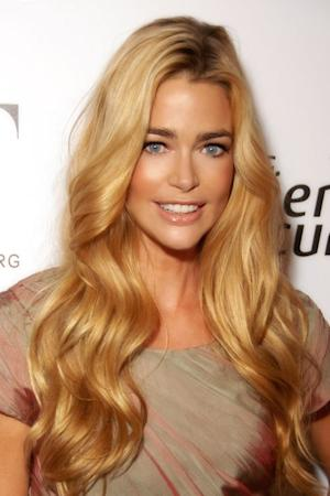 Denise Richards may not be the best role model for Jennifer Lopez to follow in her divorce.