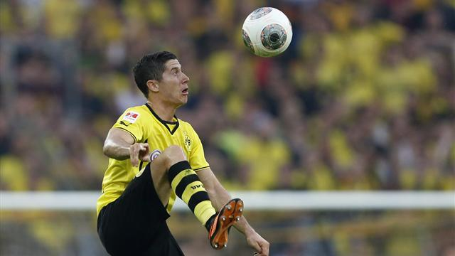 Bundesliga - Lewandowski gets pay rise, staying at Dortmund for season