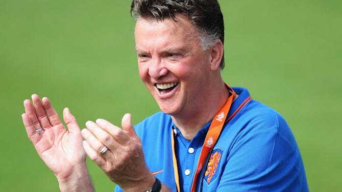 Premier League - Van Gaal hails United performance