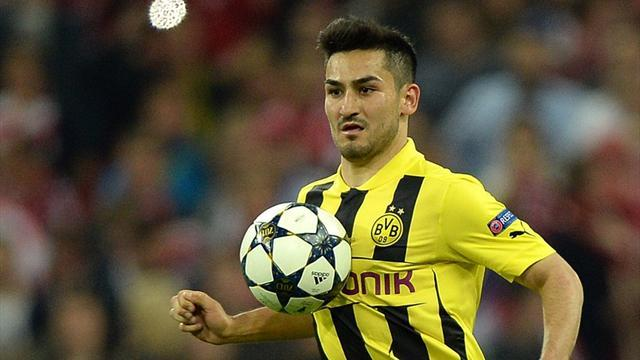 Bundesliga - Gundogan extends contract with Dortmund