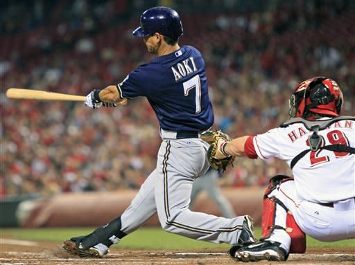 Braun homers, Brewers beat Reds 8-1