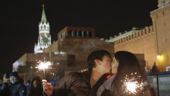Revellers kiss during New Year celebrations in Moscow's Red Square