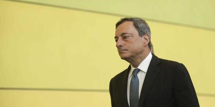 Draghi difende il QE ma avverte sui salari ancora troppo bassi