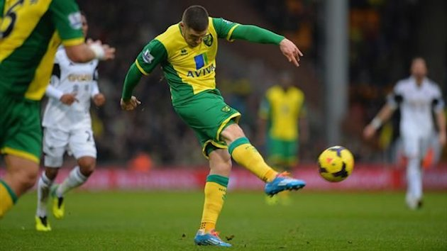 Gary Hooper scores Norwich's equaliser against Swansea (Getty)