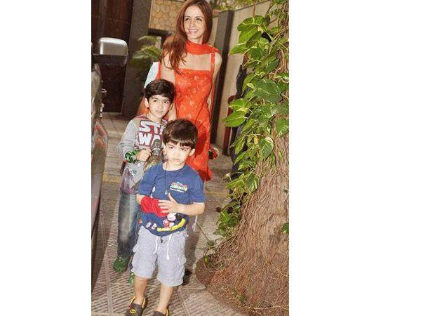 Image courtesy : iDiva.comNames: Hrehaan and Hredhaan Parents: Hrithik Roshan and Suzaane Roshan Meaning: Hrehaan is an Indian variation of the Arabic name Rehan and means God chosen one. Hridhaan is