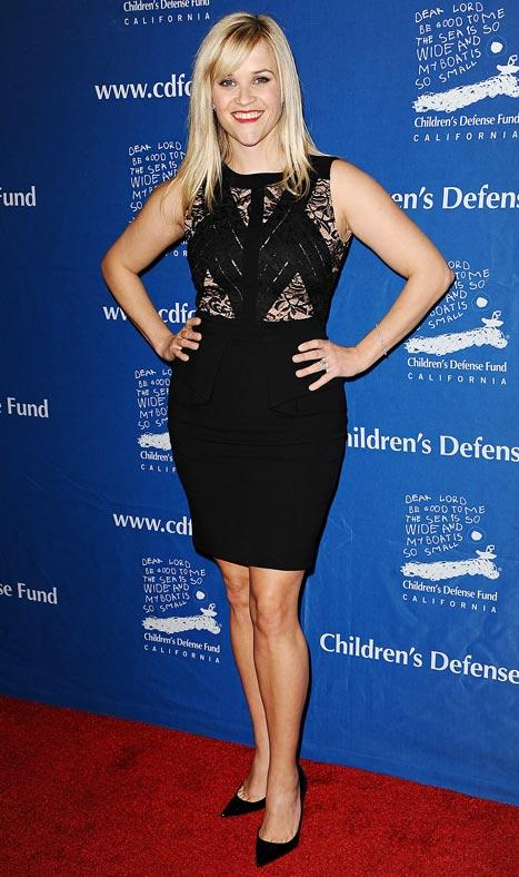 Reese Witherspoon Shows Off Slim Post-Baby Body in Lacy Black Dress